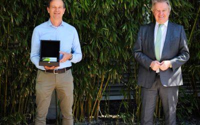 Umweltminister Untersteller überreicht Umweltpreis an Elobau